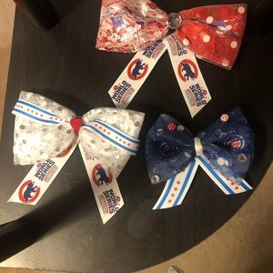 Chicago cubs bows!
